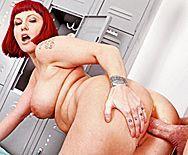 Секс со зрелой рыжей мамашкой в раздевалке - 3