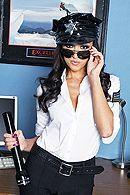 Страстный секс охранника с сексуальной стройной сотрудницей в офисе #1