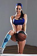 Смотреть порно спортсмена со стройной красоткой в спортзале #1