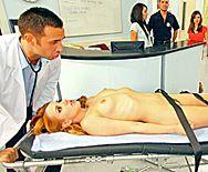 Смотреть нежный секс с молодой блондинкой в больнице - 1
