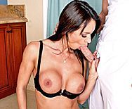 Горячий трах лысого с сексуальной домработницей - 2