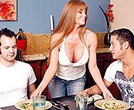 Порно страстной ненасытной мамашки с большими сиськами с другом сына - 1