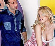 Смотреть страстный секс с молодой блондинкой на бильярдном столе - 1