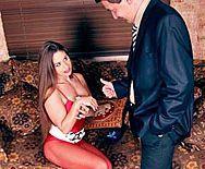 Страстный секс с эффектной стройной проституткой в чулках - 1