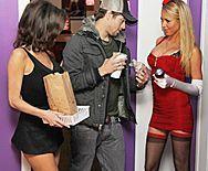 Страстный секс со жгучей блондинкой в клубе - 1