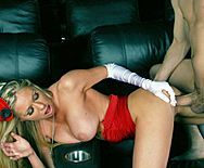 Страстный секс со жгучей блондинкой в клубе - 5