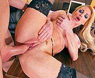 Красивый секс со зрелой длинноногой блондинкой в чулках - 4