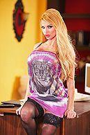 Красивый секс со зрелой длинноногой блондинкой в чулках #1