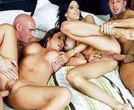 Смотреть шикарный групповой анальный секс с двумя красотками - 5
