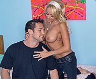 Страстный секс сексуальной блондинки с другом в общаге - 1