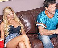 Смотреть страстный секс с блондинкой с упругими сиськами - 1