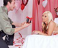 Смотреть романтический анальный секс со зрелой блондинкой - 1