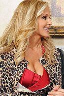 Горячий секс со зрелой блондинкой на столе #5
