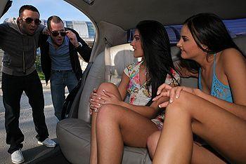 Смотреть групповое порно в машине с сексуальными проститутками