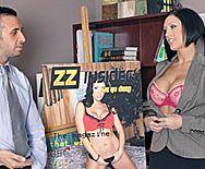 Страстный секс милой брюнетки с боссом в офисе - 1