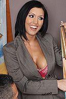 Страстный секс милой брюнетки с боссом в офисе #5