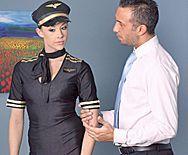 Смотреть жаркое порно с сексуальной стюардессой - 1