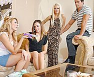 Жаркий секс со стройной сексуальной блондинкой в чулках - 1