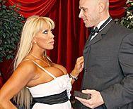 Анальный секс со зрелой блондинкой в оперном театре - 1
