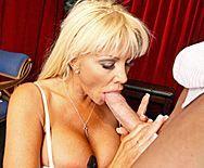 Анальный секс со зрелой блондинкой в оперном театре - 2