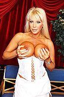 Анальный секс со зрелой блондинкой в оперном театре #2