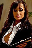 Страстный секс втроем охранника с двумя сексуальными проститутками #5