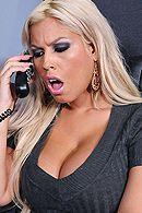 Горячий секс босса с пышной сексуальной блондинкой в чулках #5