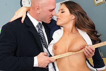 Смотреть порно строгого учителя с сексуальной студенткой в униформе