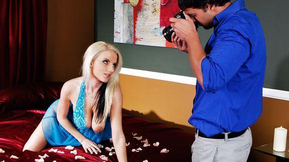 Смотреть красивый секс со стройной привлекательной фотомоделью