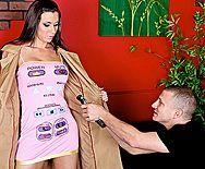 Смотреть жаркий трах в пизду со страстной брюнеткой в эротическом корсете - 1