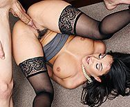 Смотреть жаркий секс с похотливой брюнеткой секретаршей и её боссом на столе - 4
