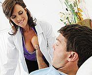 Трах в пизду зрелой медсестры с большими сиськами - 1