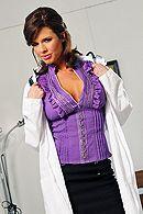 Трах в пизду зрелой медсестры с большими сиськами #1