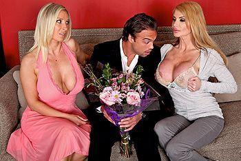 Анальный секс с грудастыми зрелыми блондинками
