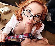 Босс трахает в анал молоденькую рыжую секретаршу на столе - 2