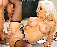 Смотреть трах в пизду со зрелой училкой блондой с большими сиськами - 3