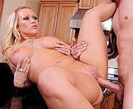 Смотреть жаркое порно парня со зрелой сексуальной пышной блондинкой - 4