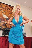 Зрелая сексуальная блондинка трахается на кухне со своим мужем #1