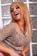 Красивый анальный секс со стройной молодой блондинкой на кровати #5