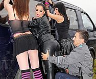 Анальный секс охранника с пышной проституткой - 1