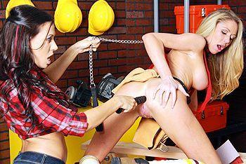 Порно страстные лесбиянки дрочат анал