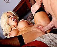 Смотреть жаркое порно с выразительной зрелой блондинкой - 3