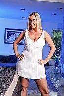 Смотреть жаркий секс с привлекательной взрослой блондинкой #1