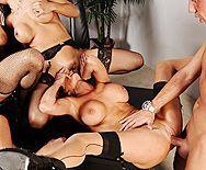 Смотреть групповой секс в офисе с ненасытными похотливыми красотками - 3