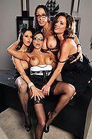 Смотреть групповой секс в офисе с ненасытными похотливыми красотками #3