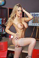 Секс на офисном столе с грациозной блондинкой в чулках #4