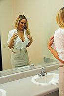Секс на офисном столе с грациозной блондинкой в чулках #5
