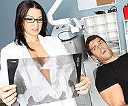 смотреть порно худенькой медсестры с пациентом - 1