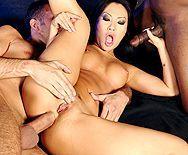Межрасовый секс втроем со жгучей азиаткой - 4