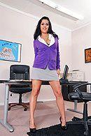 Страстный секс с пышной брюнеткой с большими сиськами в офисе #1
